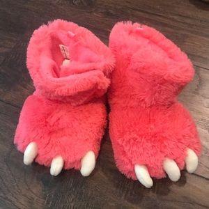 Carter's Monster girls slippers NWOT 😍